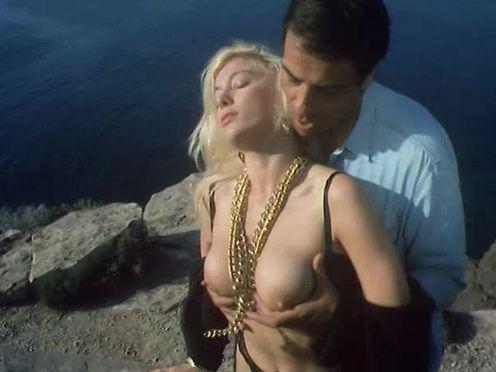 Мужик дерет любовницу на скале