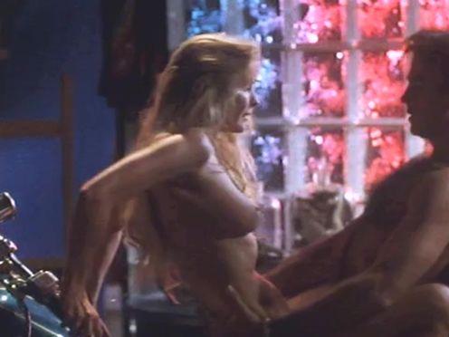 Секс с изящной блондой на байке