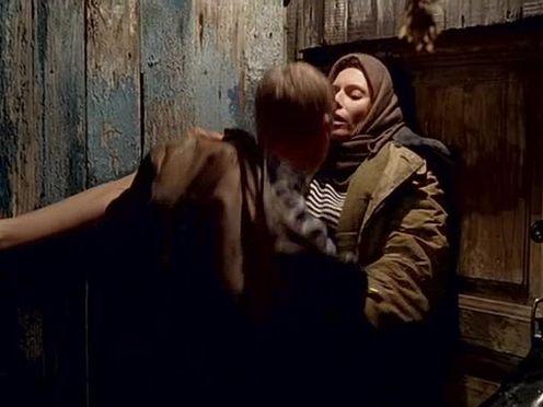 Секс с русской девушкой в ватнике на улице в деревне
