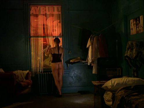Красивая проститутка с упругой задницей обслуживает клиента