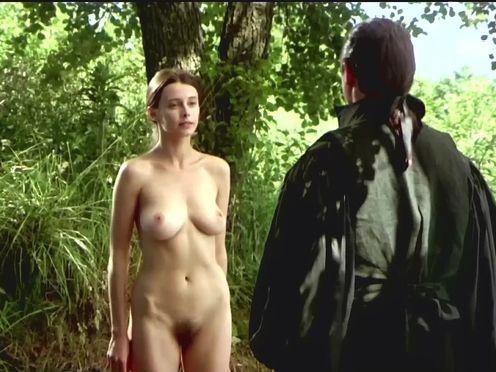 Юная голая девушка и зрелый опытный мужчина