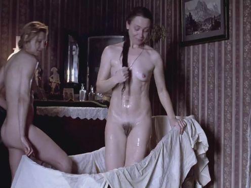 Как раньше мылись женщины в России