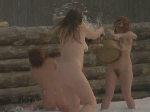 Голые молодые девки в бане зимой