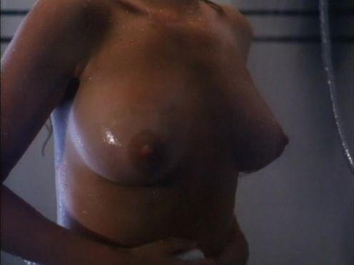 Маньяк напал на голую сисястую женщину в ванной