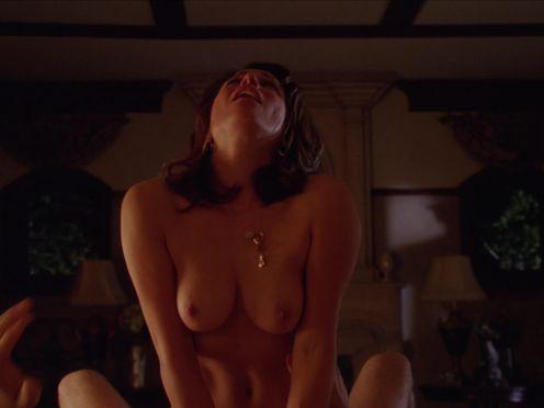 Красивая жена занимается сексом с любовником