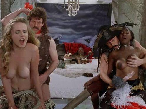 Съемка порно с пиратами в доме на продажу