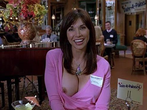 У женщины случайно выпала грудь на свидании
