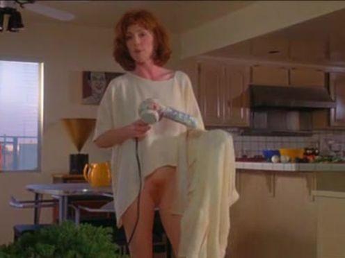 Жена ходит без трусов по квартире
