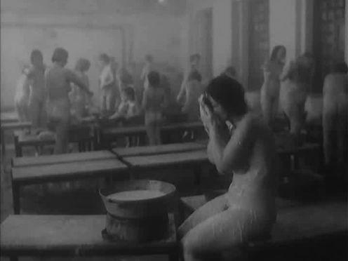 Русские голые женщины с детьми в общественной бане