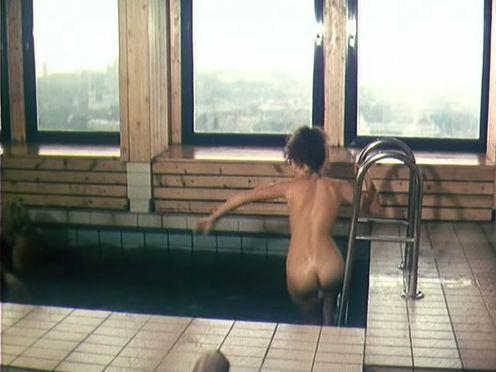 Голые русские бабы парятся в бане и плавают в бассейне